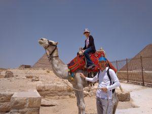 Szabadnapon a gízai piramisoknál